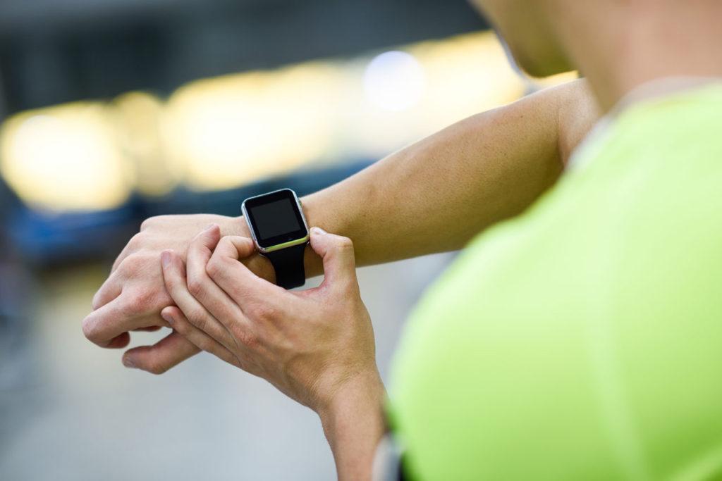 smart hodinky fitness naramok