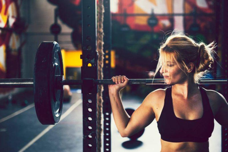 fitness zena cinka drep