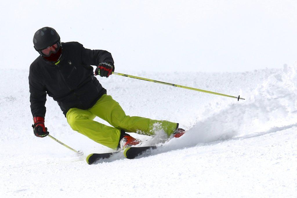 c0c0d9da3 Ako vybrať najlepšie lyžiarske prilby? So štítom aj bez. | Fitland.sk