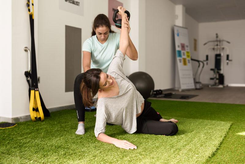 cvičenie a fyzioterapeut