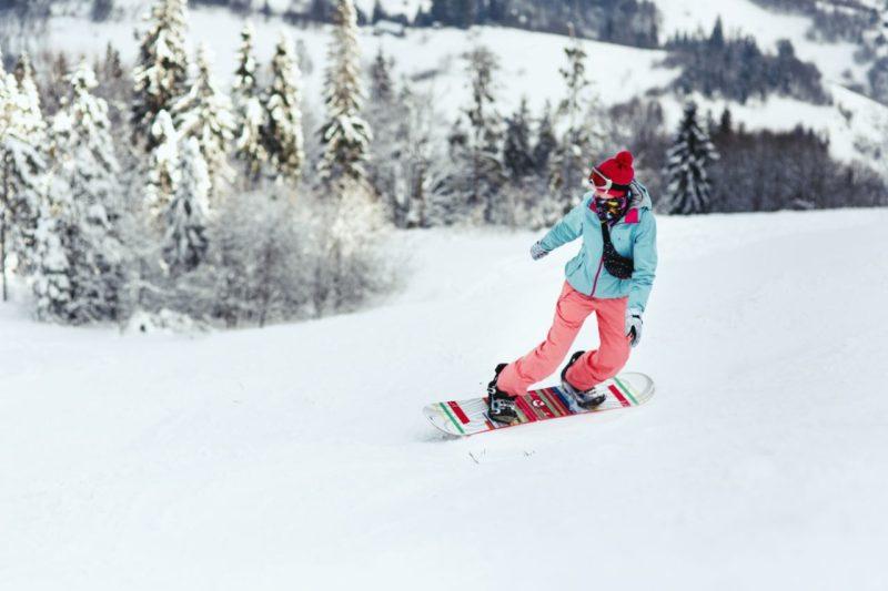 zena snowboardistka