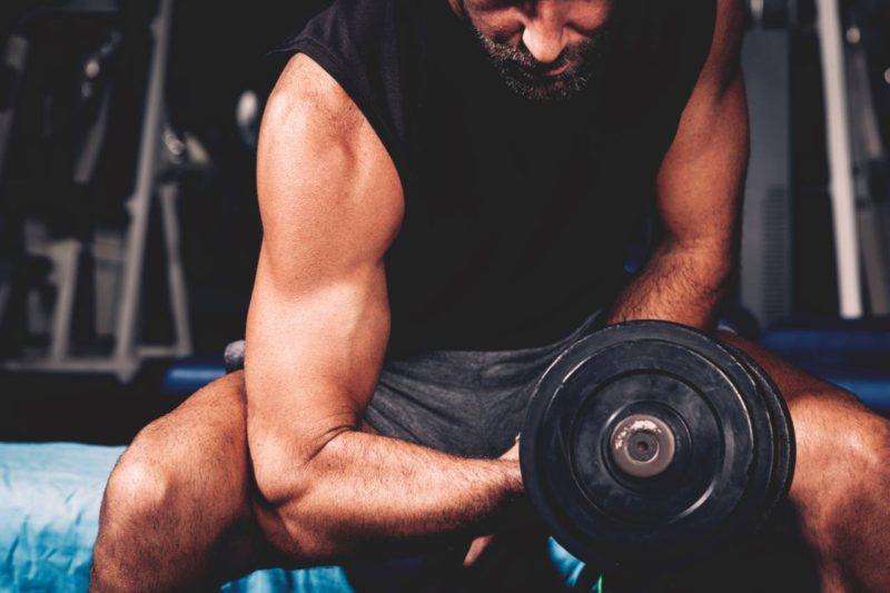 trening biceps objem svalov