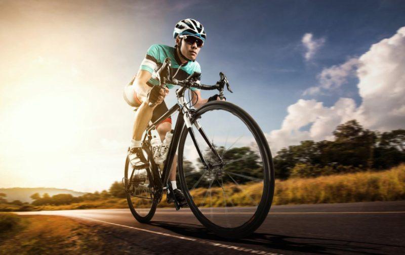 cyklisticke okuliare prilba cyklista