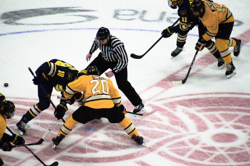 chránič na zuby pri hokeji