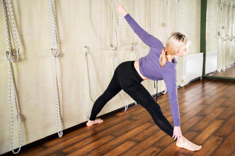 cviky na boky chudnutie joga