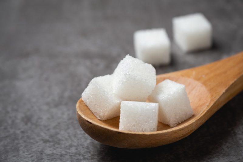 biely cukor jed