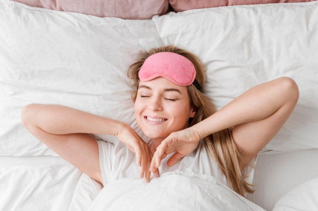 spánok pekná žena