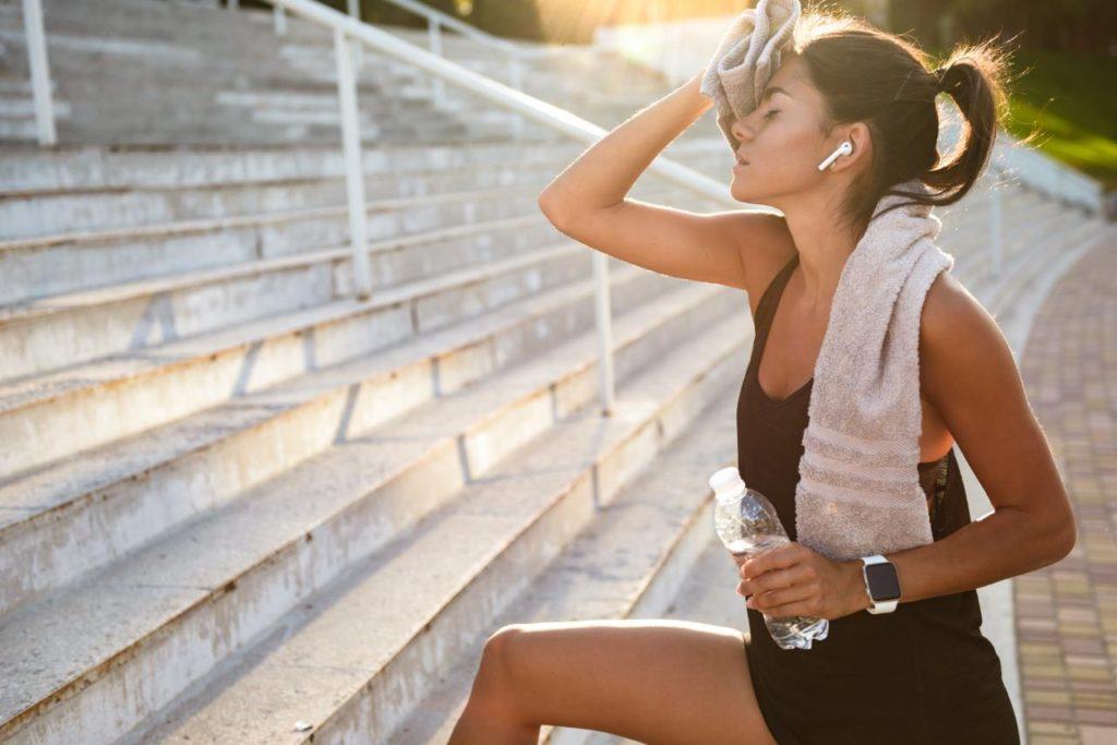 unavena zena jogging beh