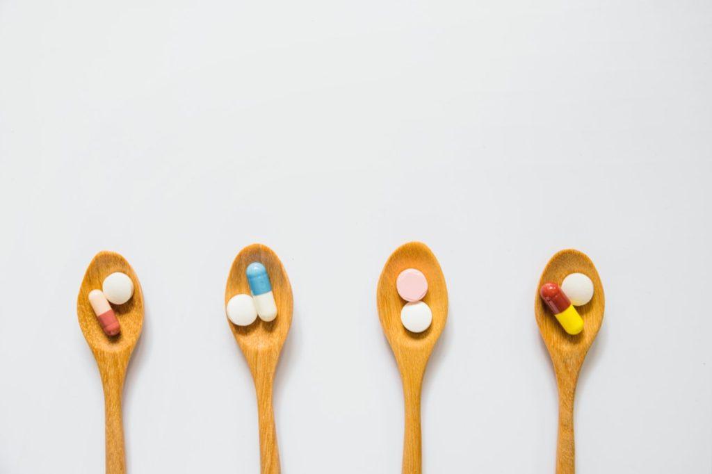 vitamíny na lyžičke