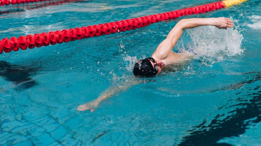 plávanie v bazéne