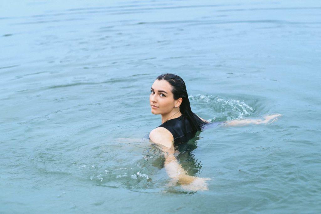 žena vo vode