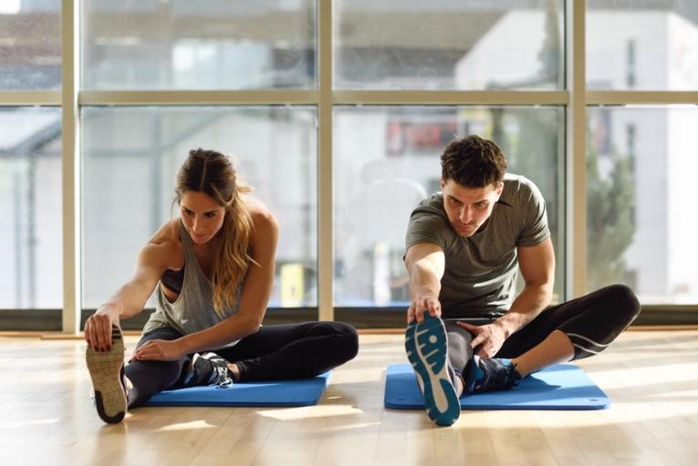muž a žena vo fitness centre