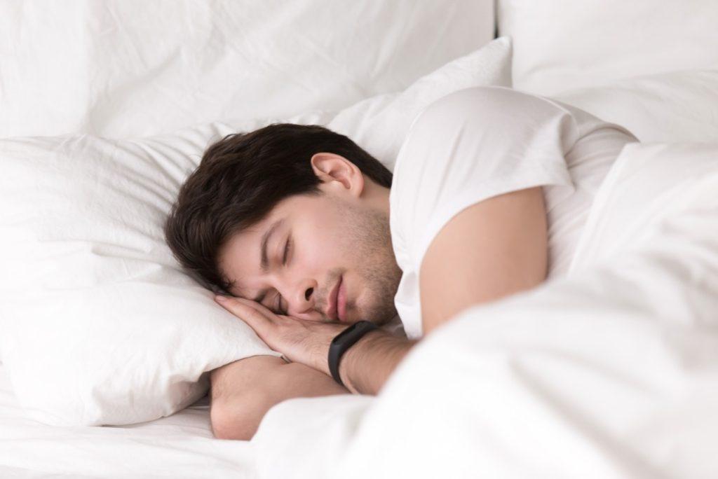 spánok s fitness náramkom Xiaomi Mi Band 4