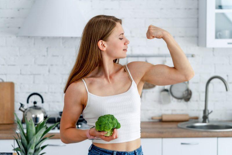 vegánsky proteín silná žena
