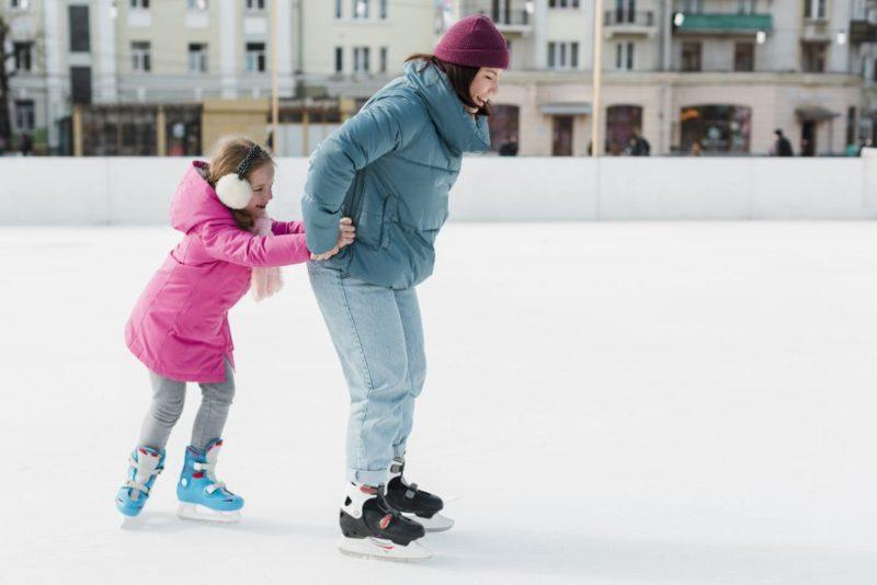 dieťa a detské korčule na ľad