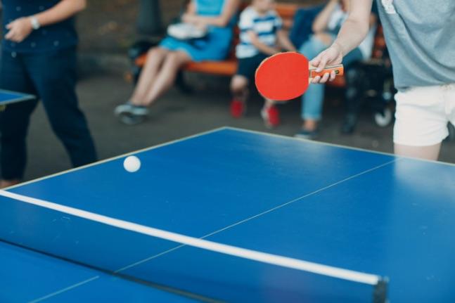 hranie pingpongu