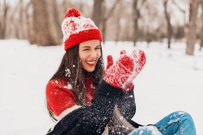 žena v snehu