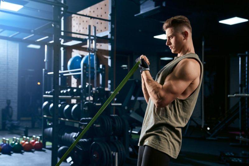 gumy n cvičenie muž