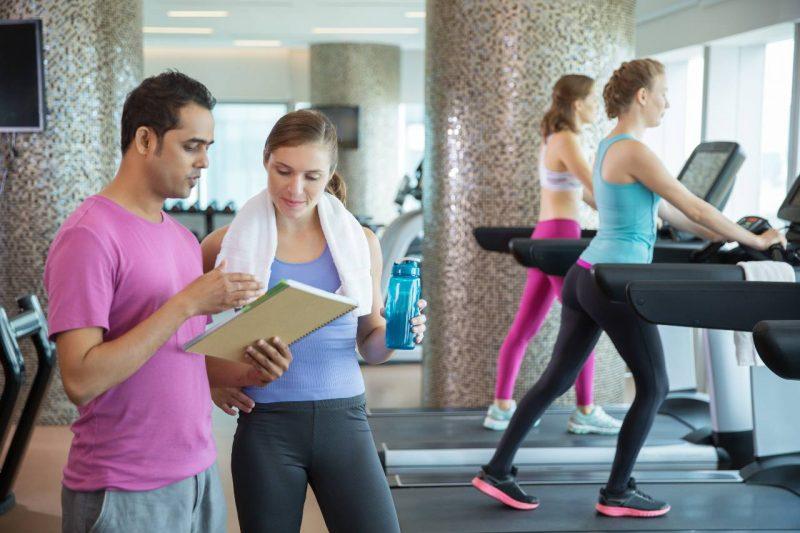 cvičenie s trénerom pohyb a obezita